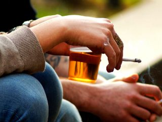 Saç ekimi sonrası alkol kullanımı ile ilgili alkolun sulandırıcı etkisi göz önünde bulundurulmalıdır.